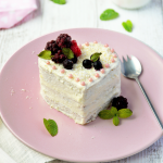 Layer cake vegan aux fruits rouges
